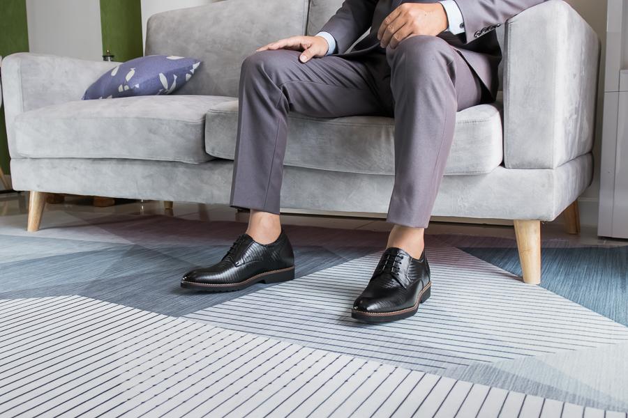 Giày Cao Nam Siêu Nhẹ T&TRA Tăng Cao 6Cm- S1088 Đen Sọc - Chất Liệu Da Bò Cao Cấp, Đế và Lót Tăng Cao Chất Liệu EVA Siêu Nhẹ, Trọng Lượng Nhẹ Hơn 30% So Với Đế Cao Su