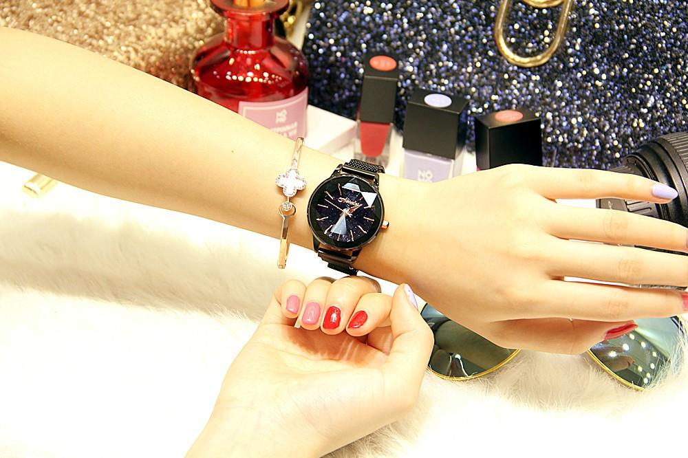 Đồng hồ nữ dây kim loại lưới khóa nam châm mặt tròn đen cá tính ĐHĐ14703