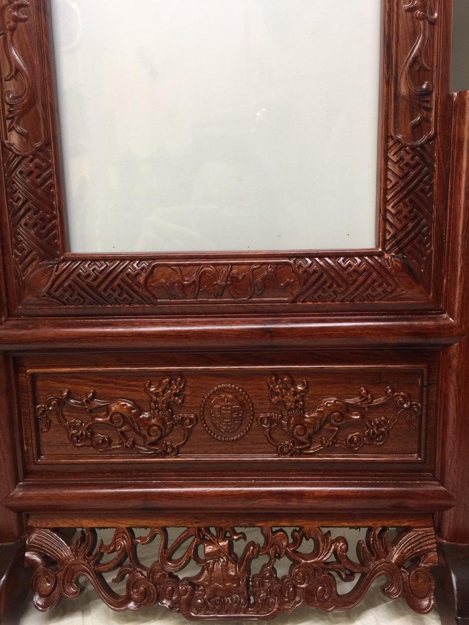Khung hình thờ đục rồng tinh xảo ( khung ảnh gỗ hương, phun sơn pu cao cấp )