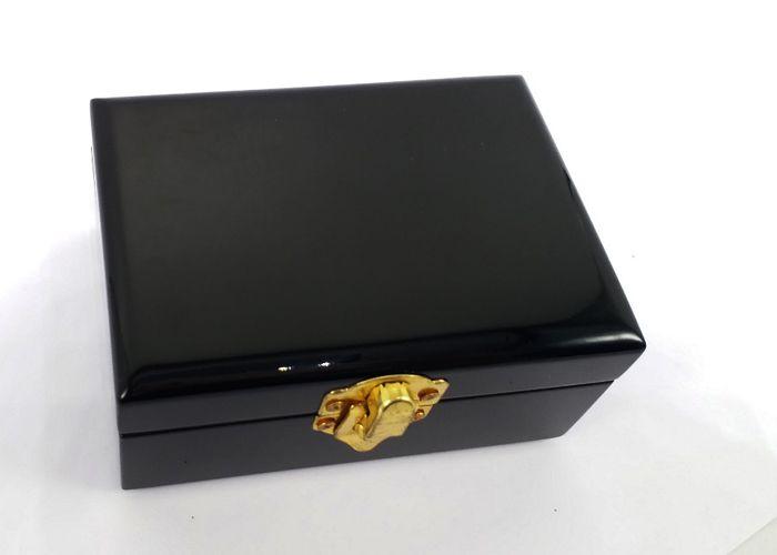 Hộp Nữ Trang Sơn Mài  đen bóng có khóa gài MNV-HTS01-1