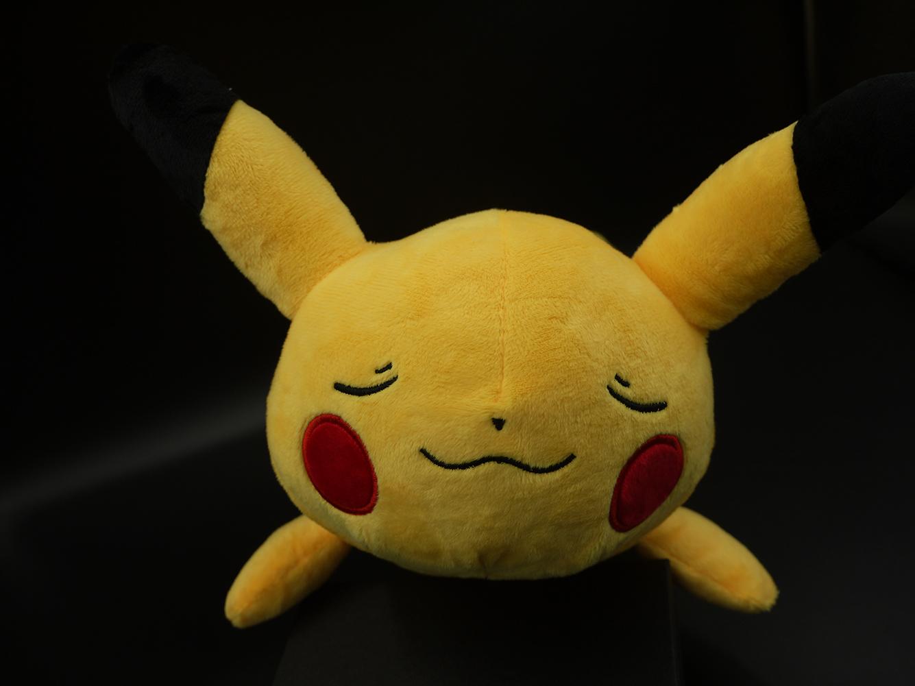 Gấu Bông/ Thú Nhồi Bông Pokemon PIKACHU Nằm 38 cm (Tặng kèm móc khóa da bò thật màu ngẫu nhiên) BA00149