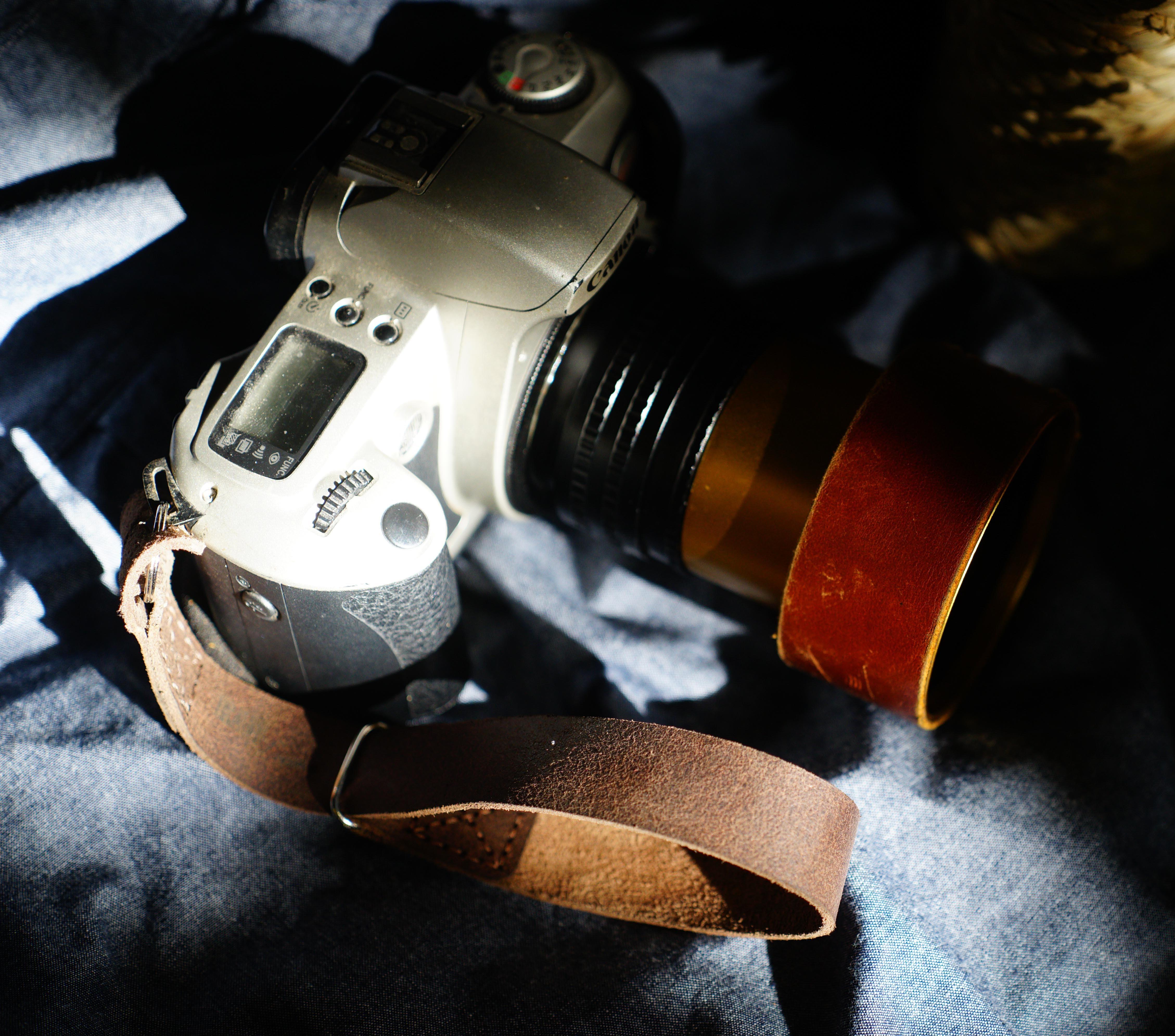 Dây máy ảnh Handstrap da bò nâu vintage mài nhám cực chất – RAM Handstrap - Hàng chính hãng