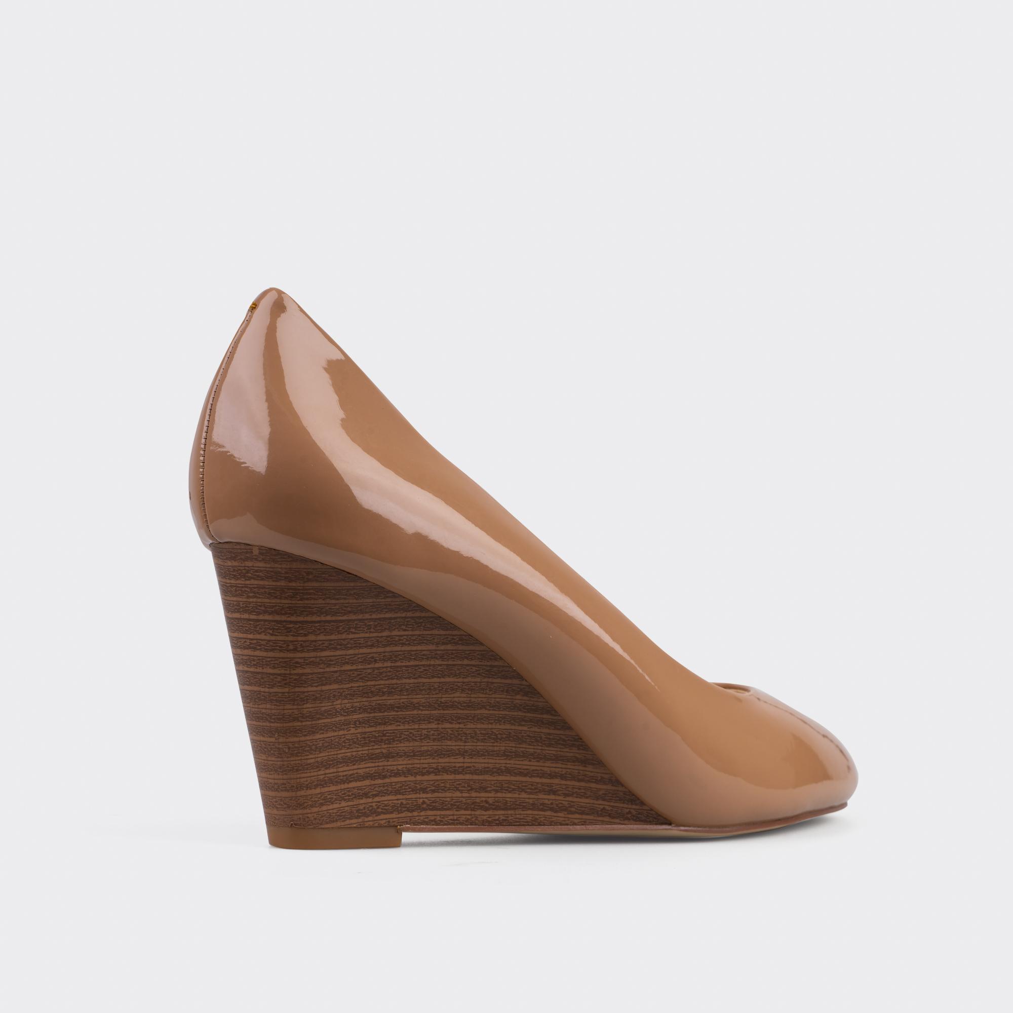 Giày cao gót bít mũi đế xuồng ChristinA-Q GBX030