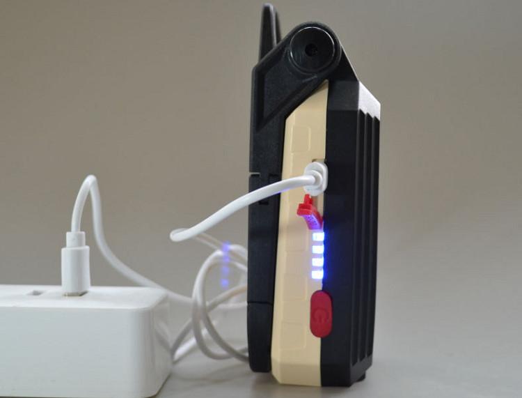 Đèn LED sạc điện qua cổng MicroUSB W560 (Thích hợi đi cắm trại, leo núi, đi phượt)- Tặng móc khóa tô vít đa năng