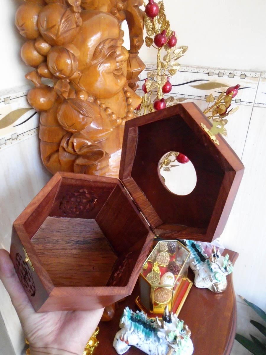 Hộp khăn giấy bằng gỗ hương cao cấp lọng hoa văn chữ nhật HGLL01