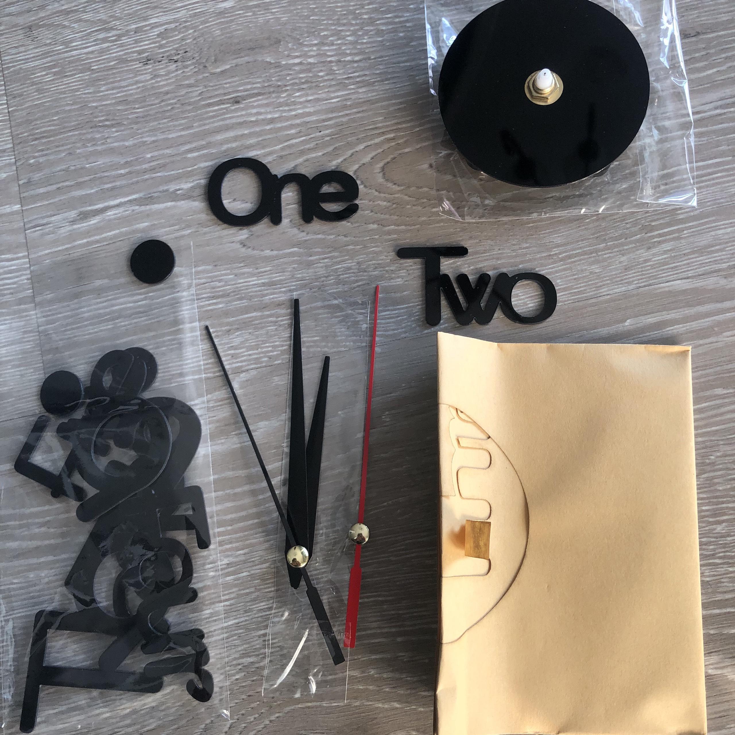 Đồng hồ trang trí dán tường 3D độc đáo