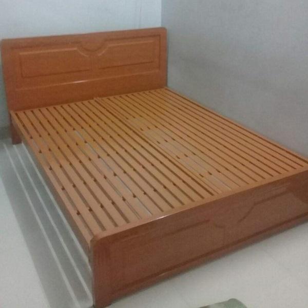 Giường sắt hộp giả gỗ màu gỗ xoan đào tự nhiên cao  cấp 1m8 x2m