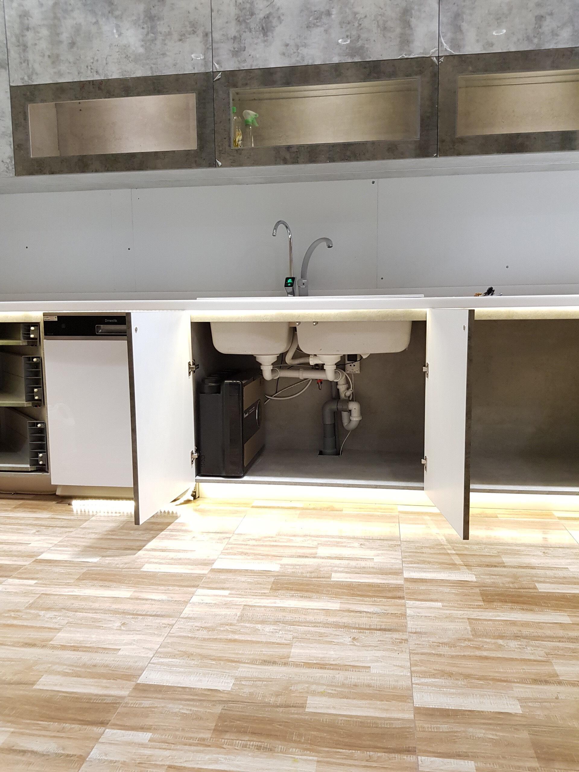 Máy lọc nước RO lắp đặt tại nhà đề gầm thích hợp vòi điện tử cảm ứng màn hình thông minh hiện thị trạng thái lõi lọc model A6 - Hàng nhập khẩu