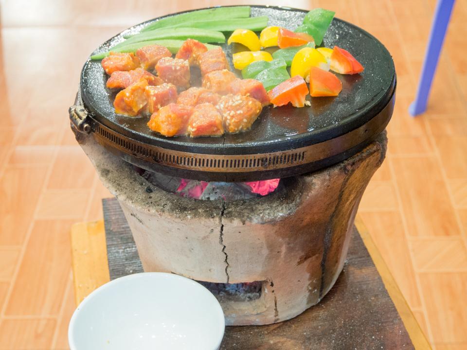 Đá nướng không khói núi lửa Bazan hình vuông an toàn sức khỏe