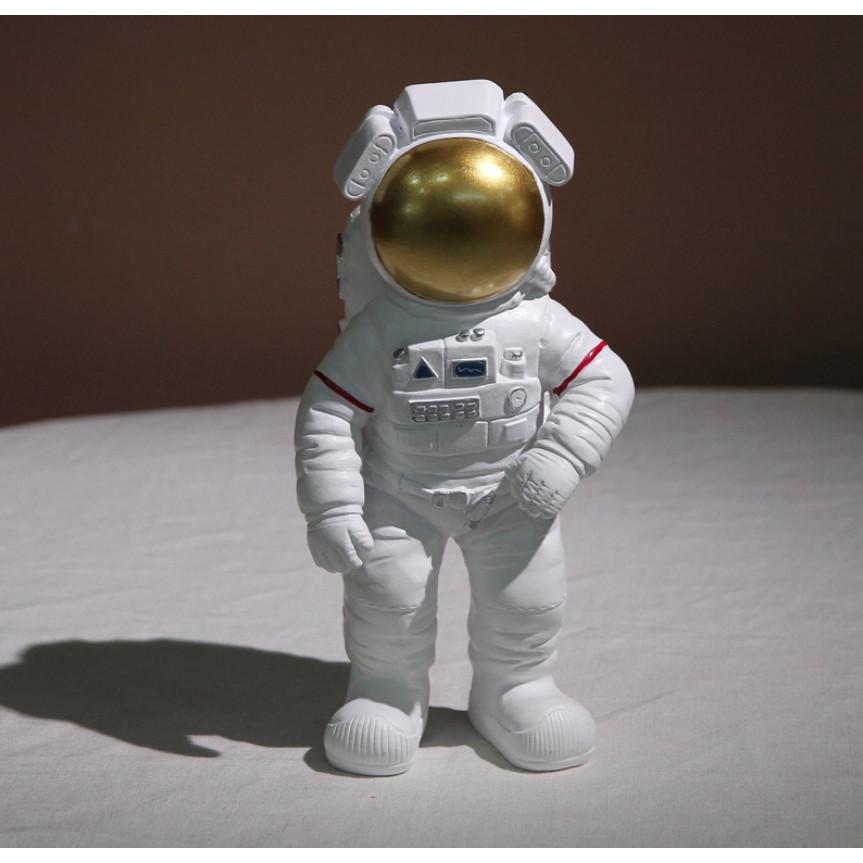 """Tượng mô phỏng hình ảnh """"Man on the Moon"""" của Nasa-Space Astronauts"""