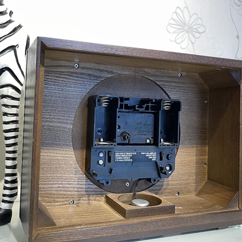 Đồng hồ để bàn Nhật Bản Rhythm CRH211NR06 - Kt 26.7 x 20.5 x 10.0cm, 1.5kg Vỏ gỗ.