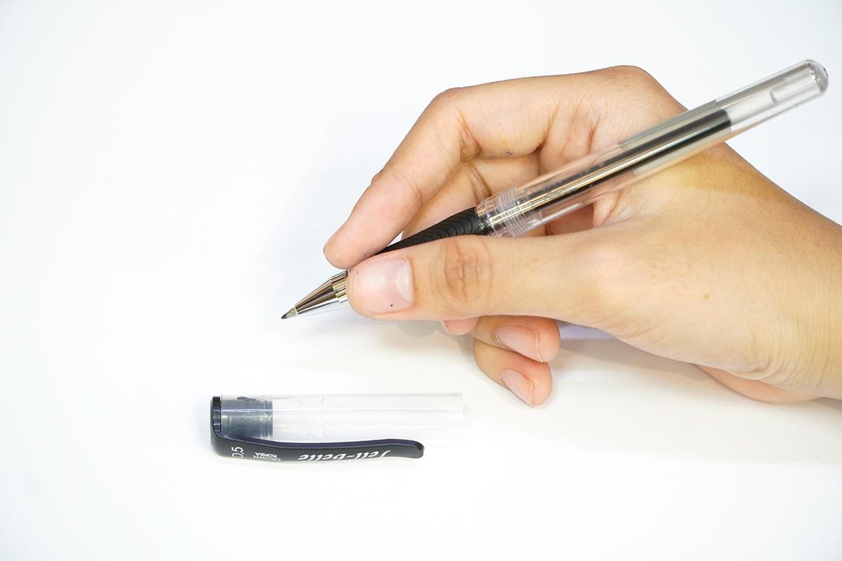 Bộ 2 Bút Gel Crown JBR-700 (0.5mm) - Mực Đen