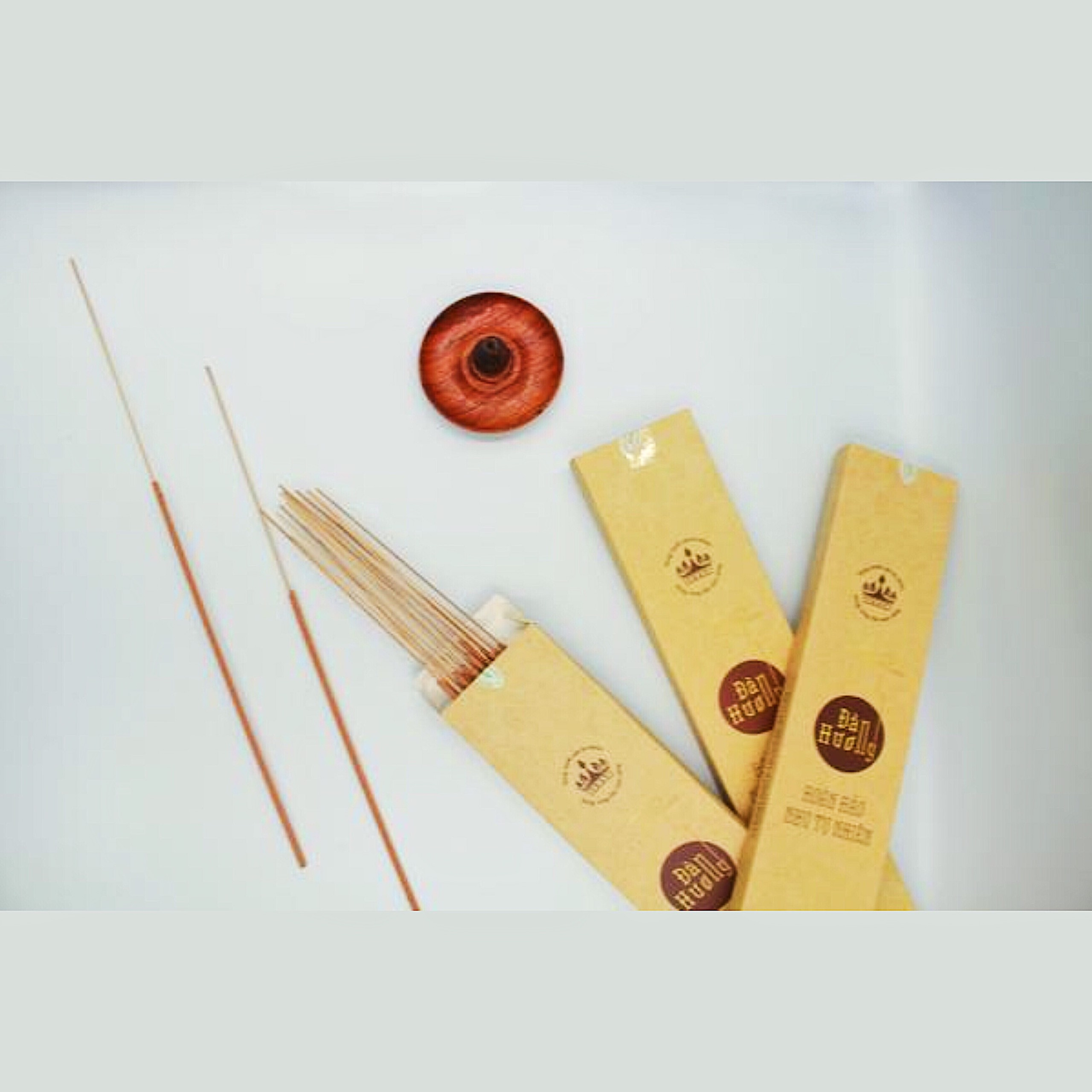 3 hộp Nhang Đàn hương Ấn Độ sạch, nguyên chất giúp giải tỏa stress, đem lại vượng khí - 36cm - Dùng cho cả không gian kín