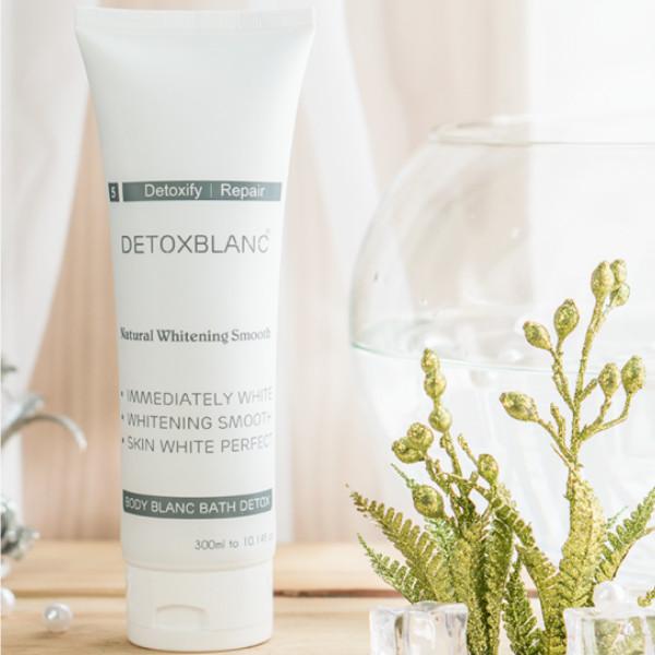 Sữa Tắm Trắng Da Than Hoạt Tính - Body Blanc Bath Detox