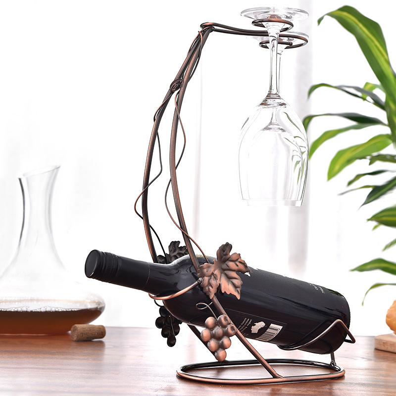 Giá để rượu và treo ly vang (kệ rượu vang 1 chai và 2 ly)