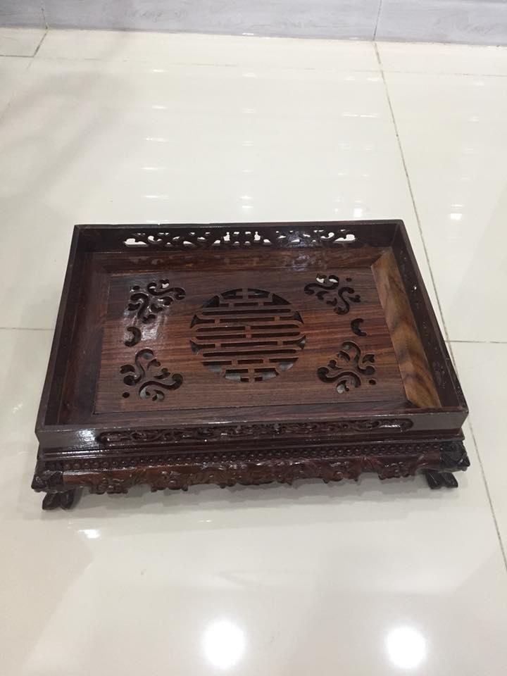Khay trà gỗ trắc, kích thước ngang 38cm x sâu 28 cm x cao 12cm, chân quỳ, có khay hứng nước thừa
