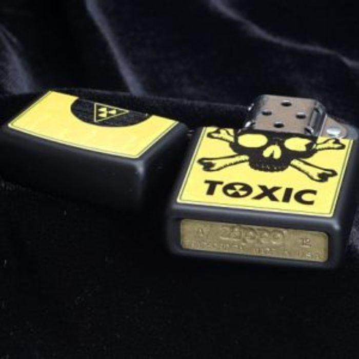Bật Lửa Zippo Toxic Skull And Crossbones Black Matte Chính Hãng Usa