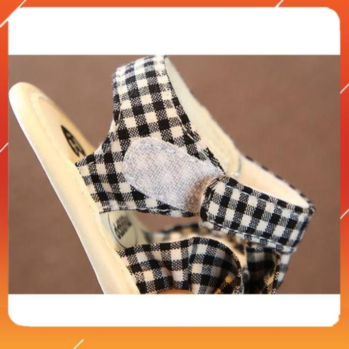 Dép Tập Đi,Giày Sandals Đế Mềm Dễ Thương Chống Trơn Trượt Cho bé Dễ Đóng Mở cho bé 0-18 tháng