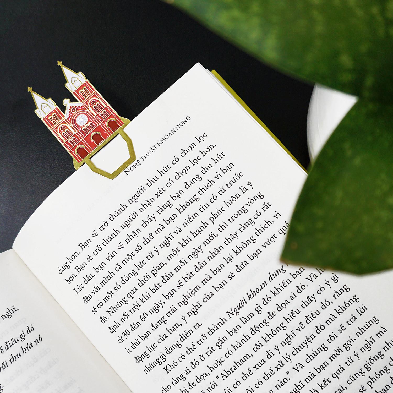 """Bookmark Đánh Dấu Sách Kim Loại Saigonir Hình Nhà Thờ Đức Bà - BST """"Danh Thắng Việt Nam"""" - Kim Loại Dày Dạn 0.5mm, Chi Tiết Sắc Nét, Thiết Kế Đặc Trưng Việt Nam"""