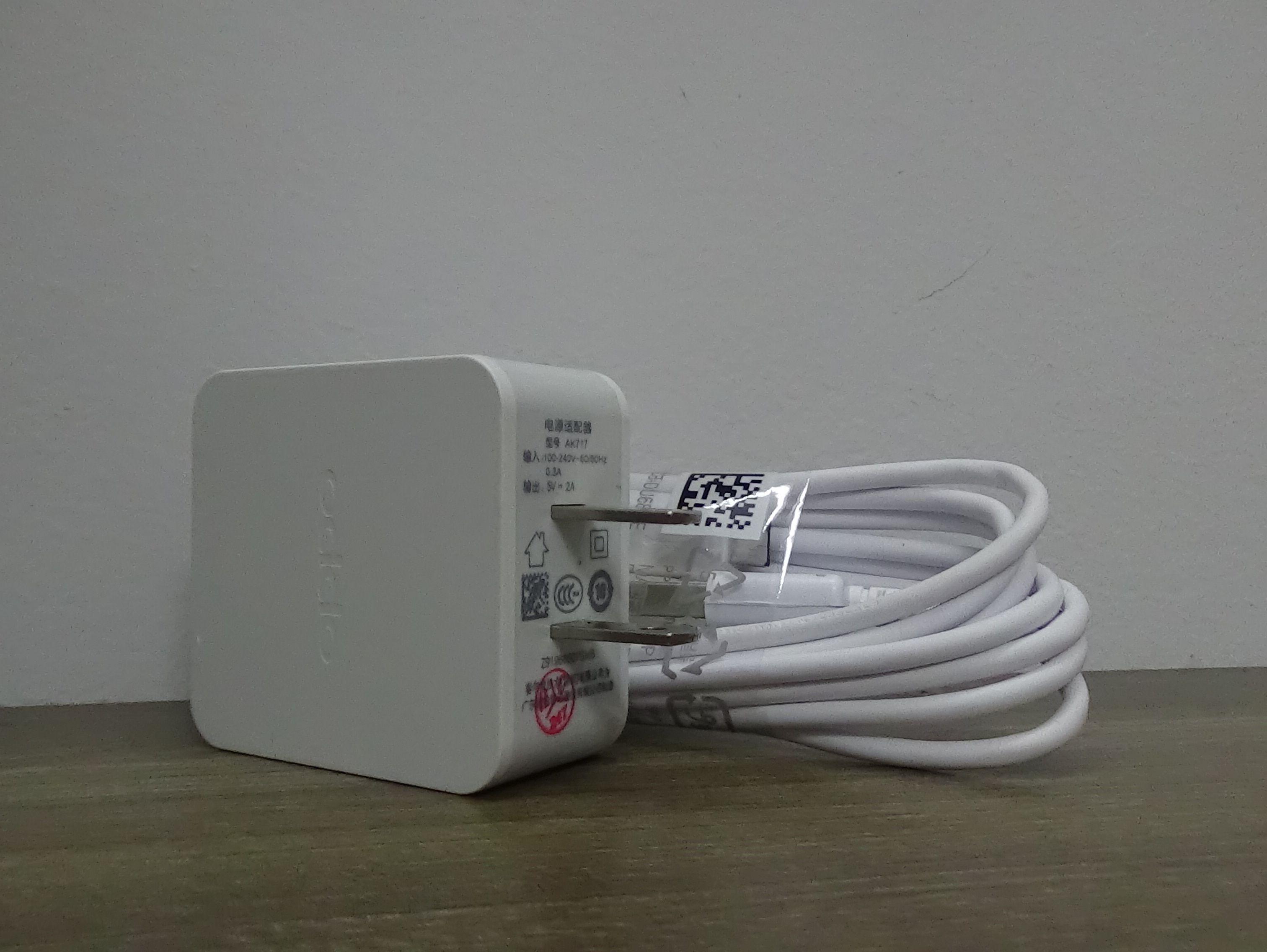 Combo bộ sạc dành cho điện thoại Oppo R7 AK717 5V-2A màu trắng