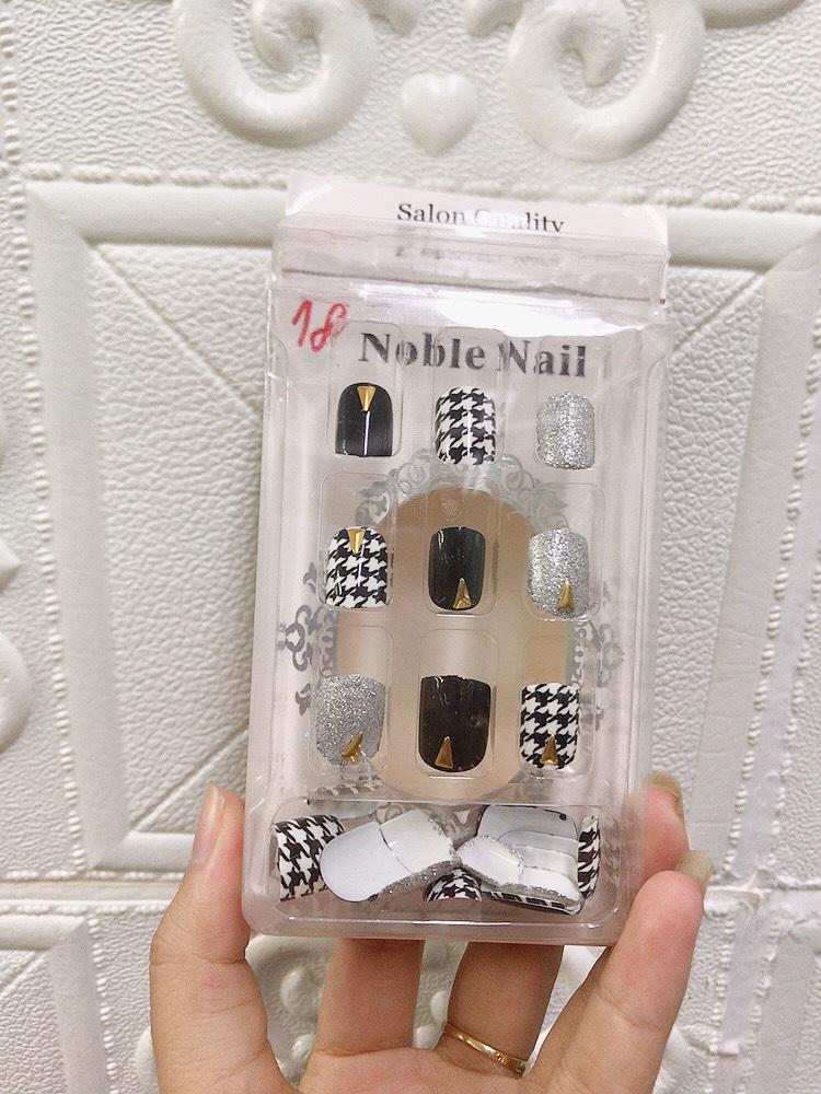 Bộ 24 móng tay giả, móng giả nail đính đá, bộ móng có nhiều kích thước khác nhau có thể sử dụng được cho nail chân, tặng kèm keo dán tiện lợi, nhiều mẫu nhiều hình dễ thương, tiết kiệm thời gian ( Giao mẫu ngẫu nhiên )