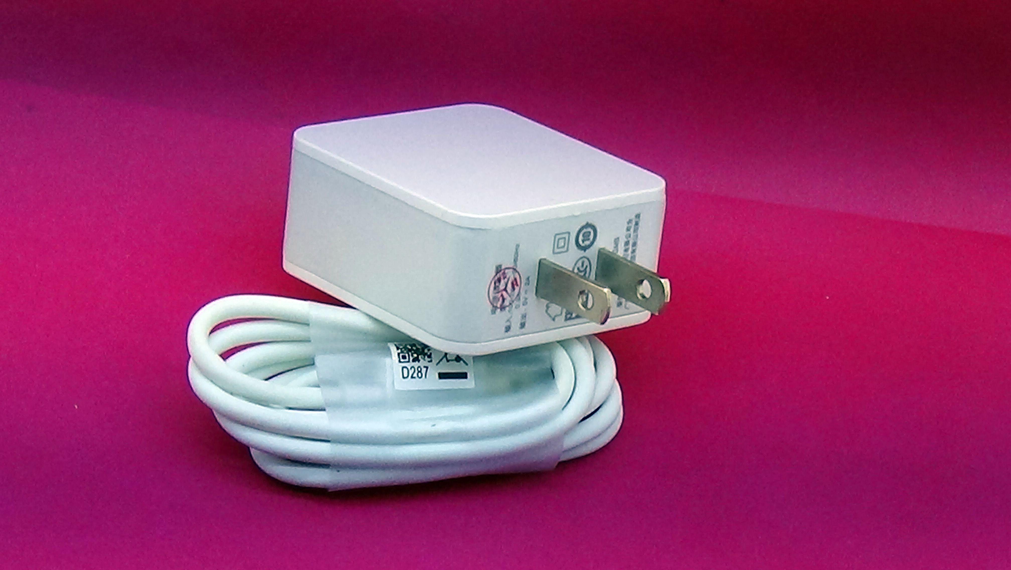 Combo bộ sạc dành cho điện thoại Oppo R9 Plus AK717 5V-2A màu trắng