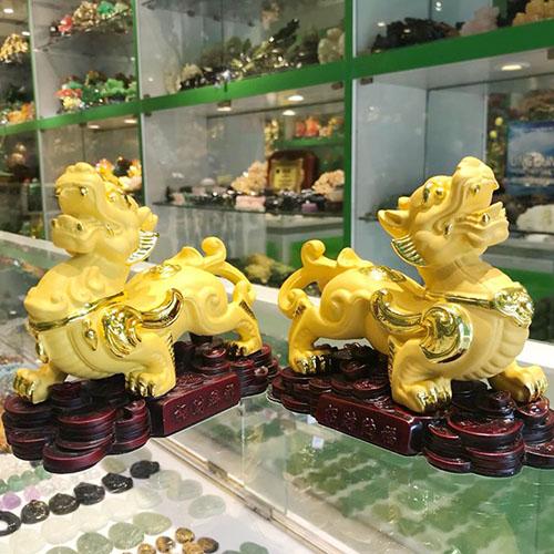 Cặp tỳ hưu vàng kim sa trên đống tiền gỗ - Chiêu Tài Nạp Phước/ Chiêu Tài Bích Tà FLN062