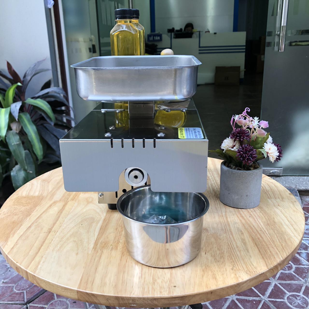 Máy tự ép dầu ăn cho gia đình từ các loại hạt có chứa dầu (lạc, óc chó, vừng, dừa..) inox siêu bền chống gỉ STB505