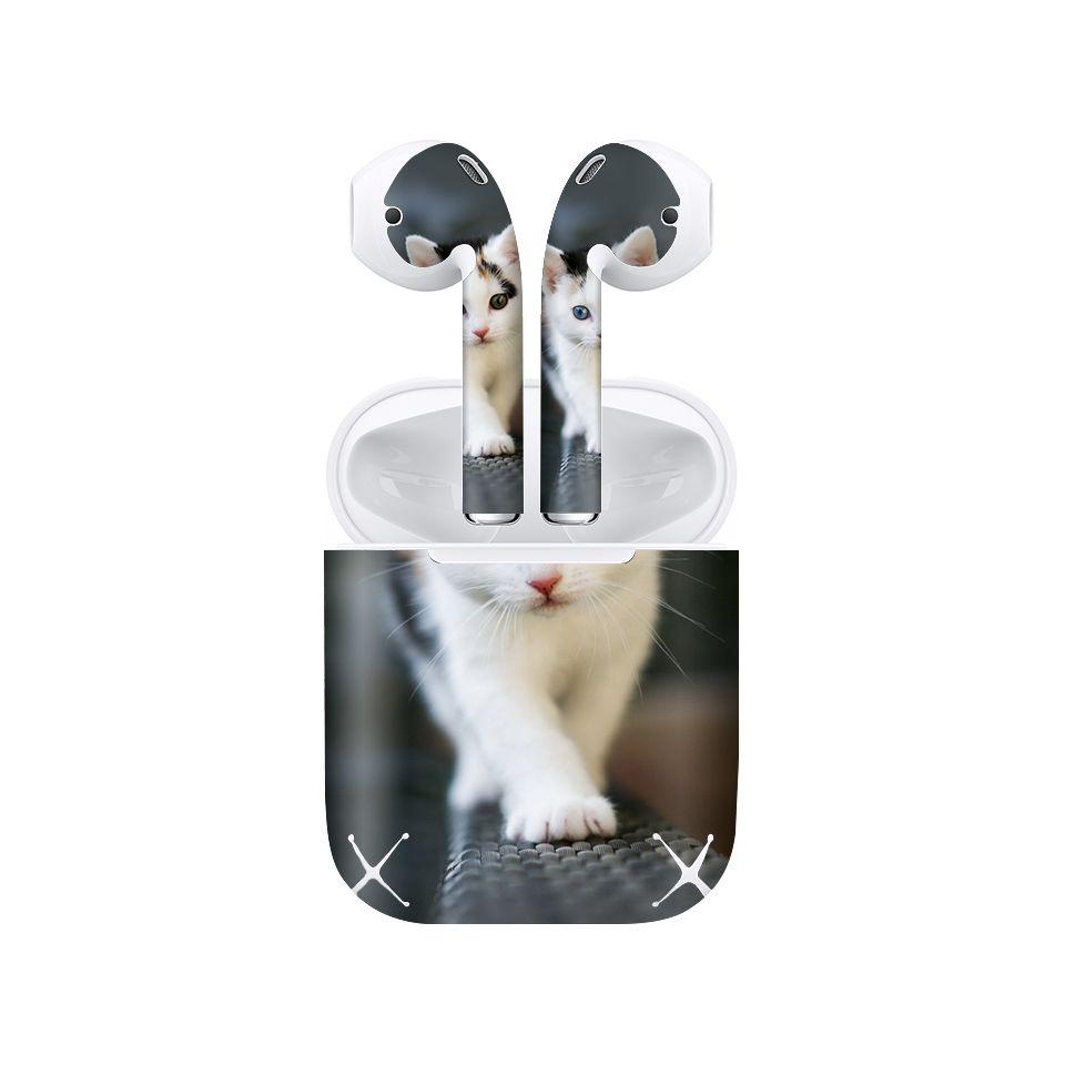 Miếng dán skin chống bẩn cho tai nghe AirPods in hình thiết kế - atk395 (bản không dây 1 và 2)