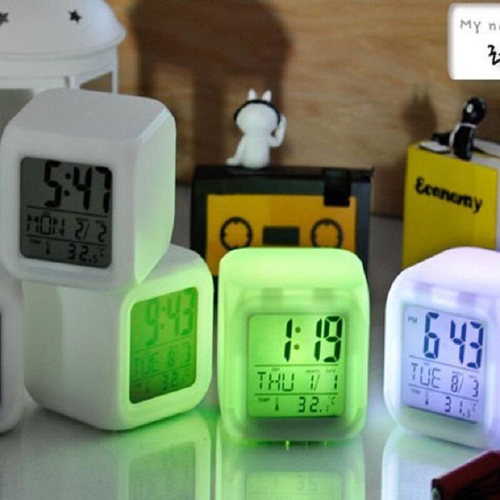 Đồng hồ báo thức để bàn phát sáng đổi màu (Tặng kèm miếng thép đa năng 11in1)