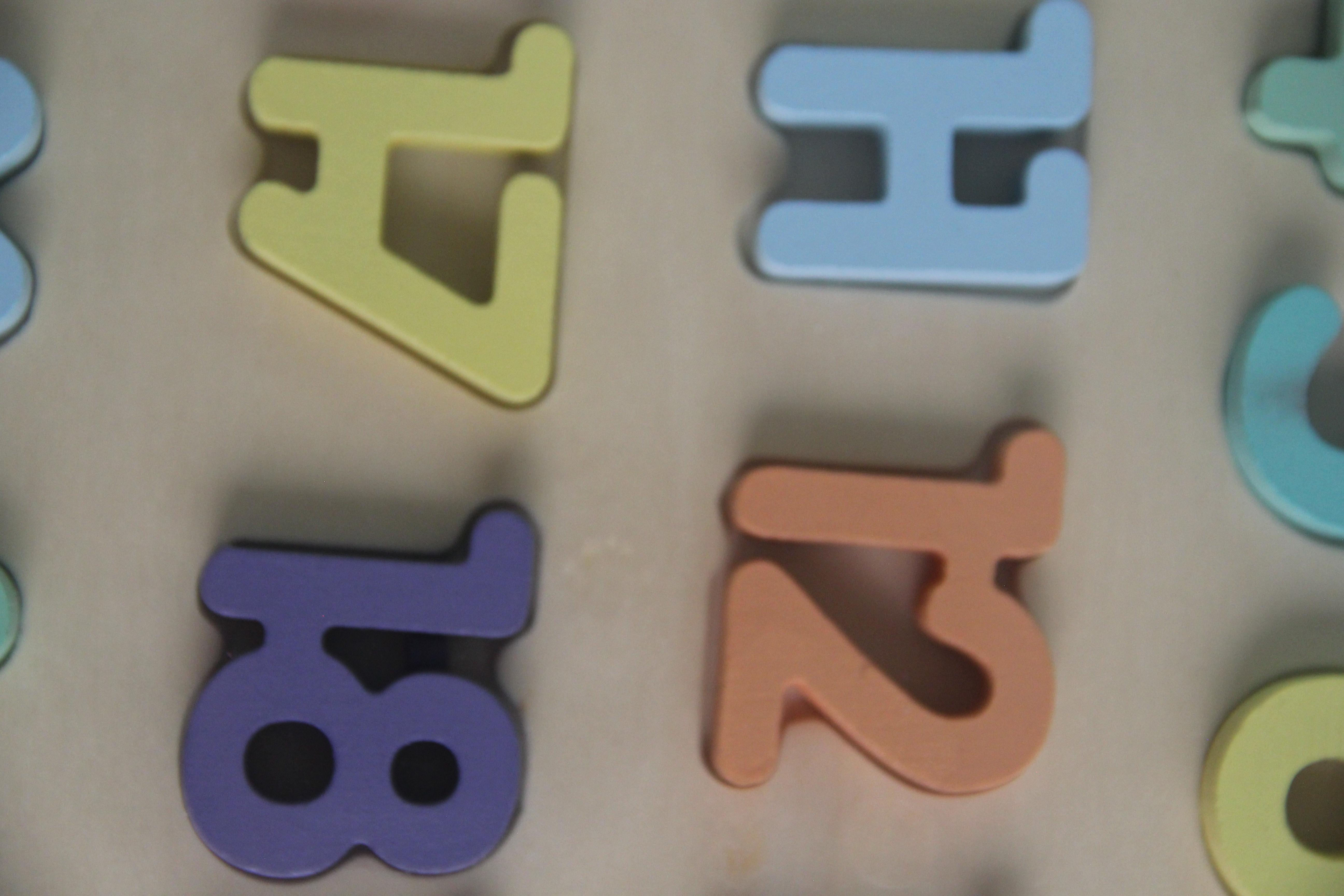 Bảng gỗ 20 số nổi và các phép tính Vivitoys giúp phát triển kỹ năng toán học cho bé