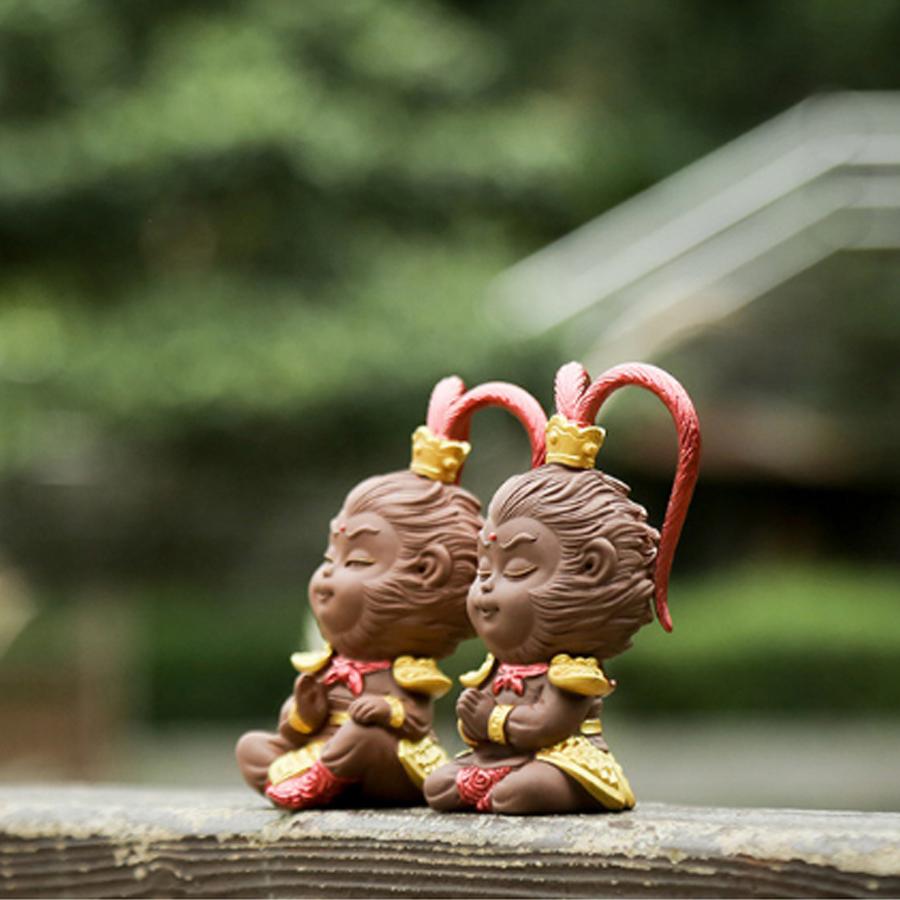 (Kèm tràng hạt và gậy) Tượng chibi Mỹ Hầu Vương nón giáp bằng gốm tử sa 11.5cm - mẫu chấp tay - tràng hạt vân gỗ