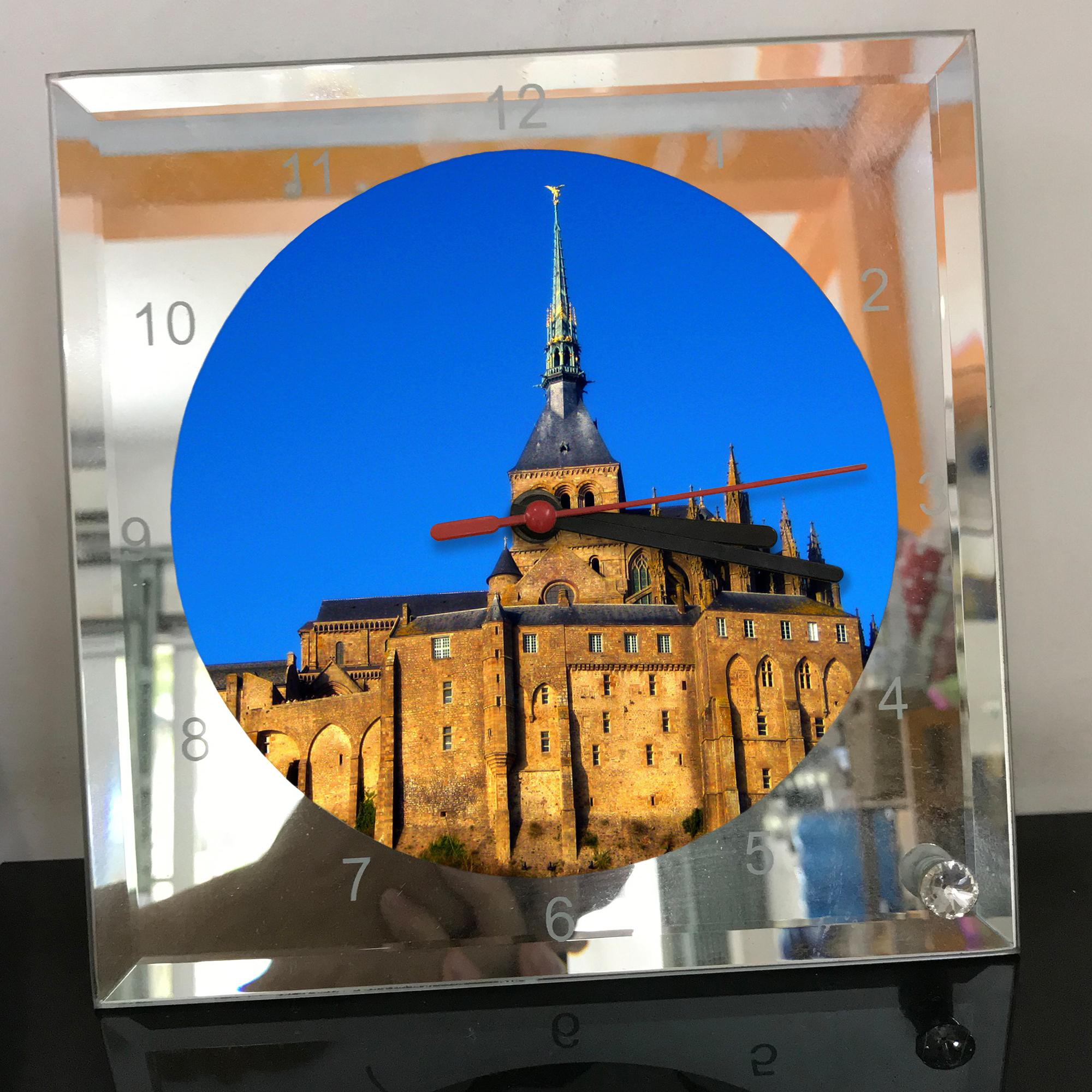 Đồng hồ thủy tinh vuông 20x20 in hình tu viện Mont Saint-Michel (46) . Đồng hồ thủy tinh để bàn trang trí đẹp chủ đề tôn giáo