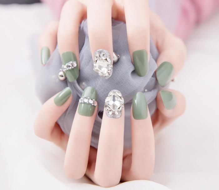 Bộ 24 móng tay giả đính đá như hình (kèm keo + tặng dây cột tóc hoa mặt trời)