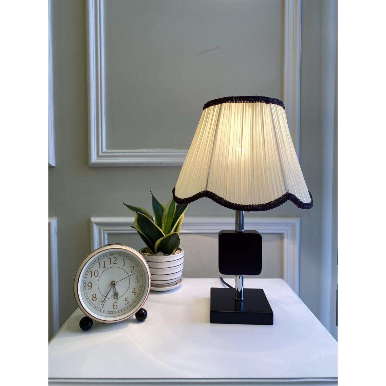 Đèn bàn phòng ngủ hiện đại MD6908