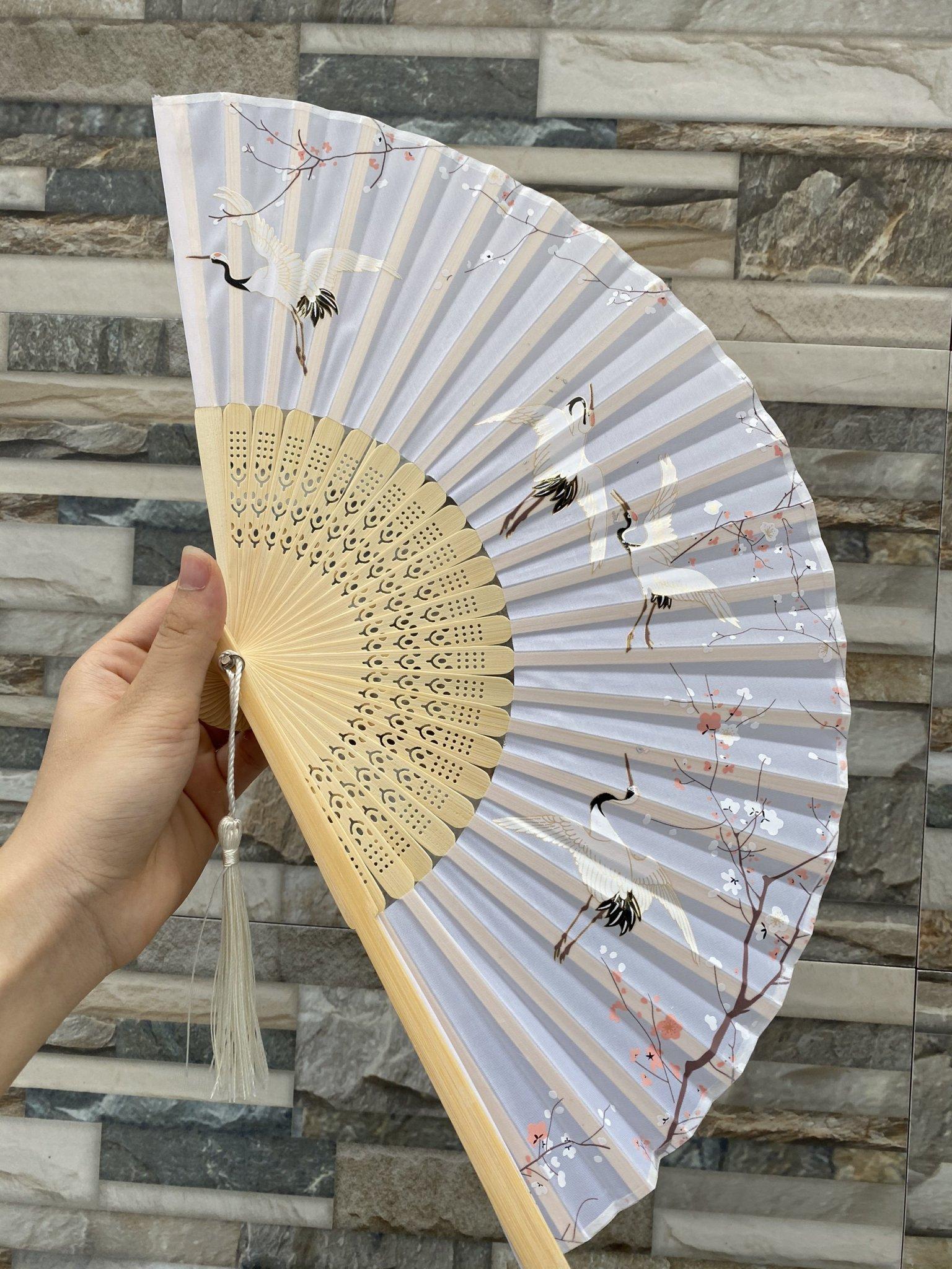 Quạt cổ trang dây tuyến BẠCH HẠC TRẮNG vải lụa xếp cầm tay quà tặng Trung Quốc xinh xắn
