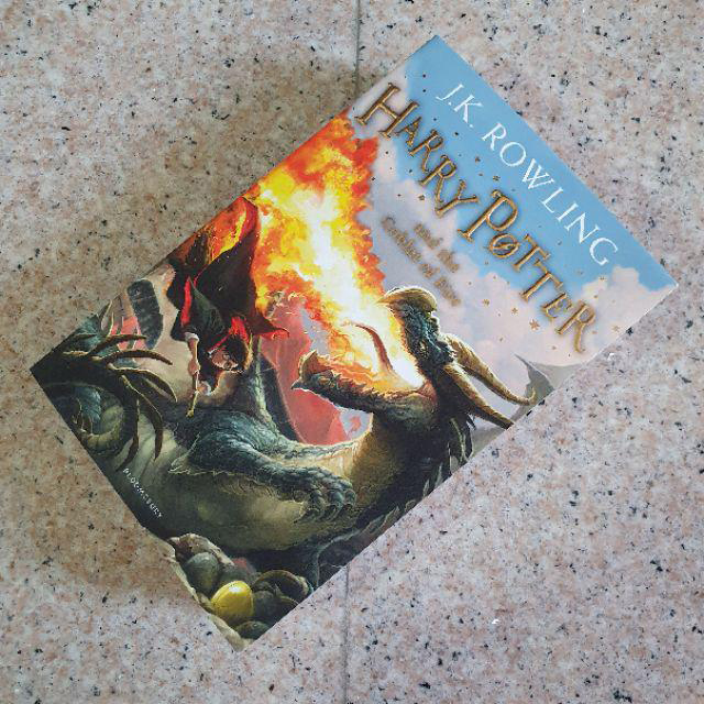 Harry Potter Part 4: Harry Potter And The Goblet Of Fire (Paperback) (Harry Potter và chiếc cốc lửa) (English Book)