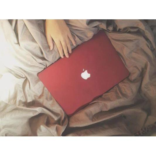 Ốp Macbook màu Đỏ đô đủ dòng (Tặng kèm nút chống bụi và bộ chống gãy sạc)