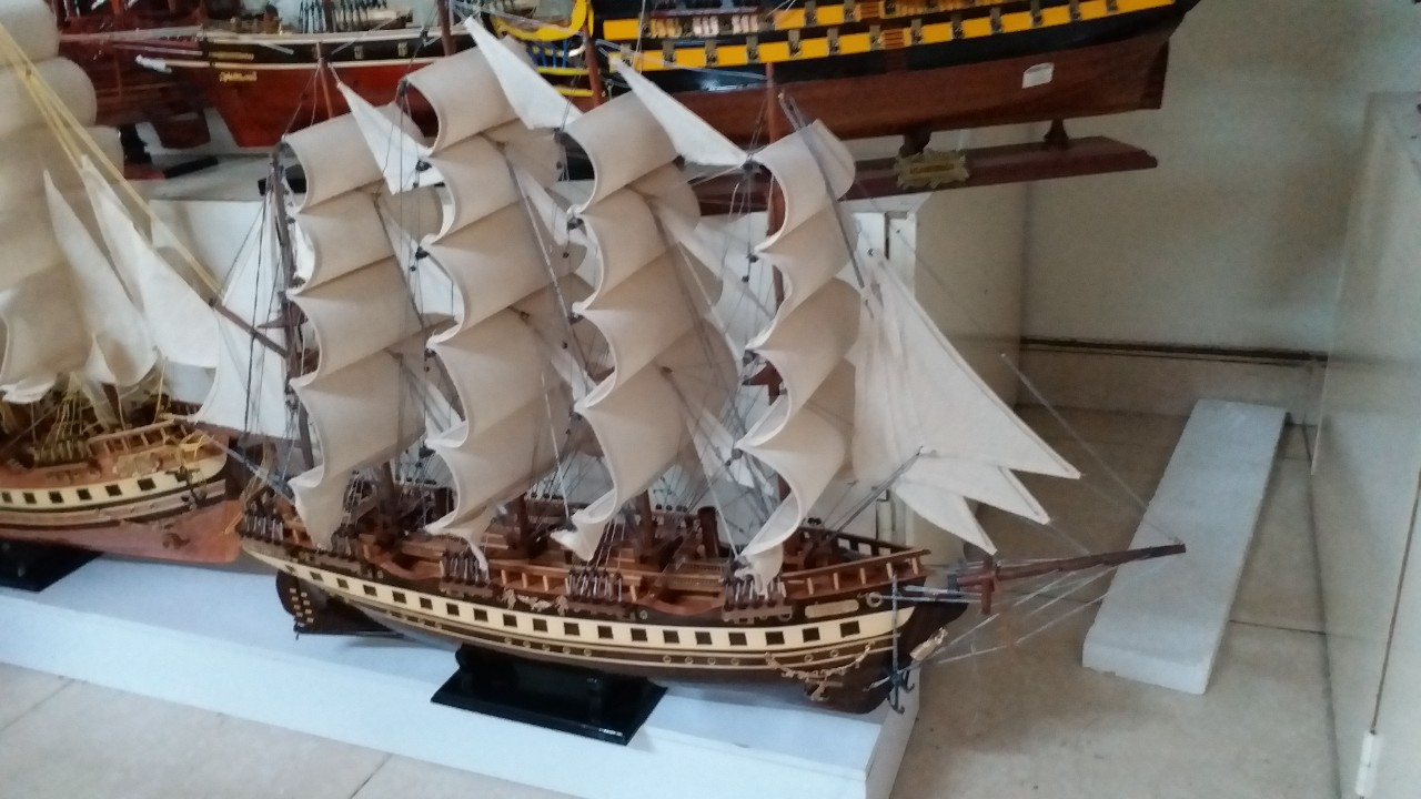 Mô hình tàu thuyền France II thân 80cm loại 1 gỗ muồng đen MNV-TB02/1