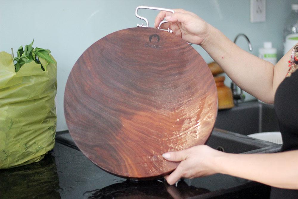 Thớt Gỗ Nghiến 40cm Buzen Cao Cấp - Không Tâm Có Đai Inox