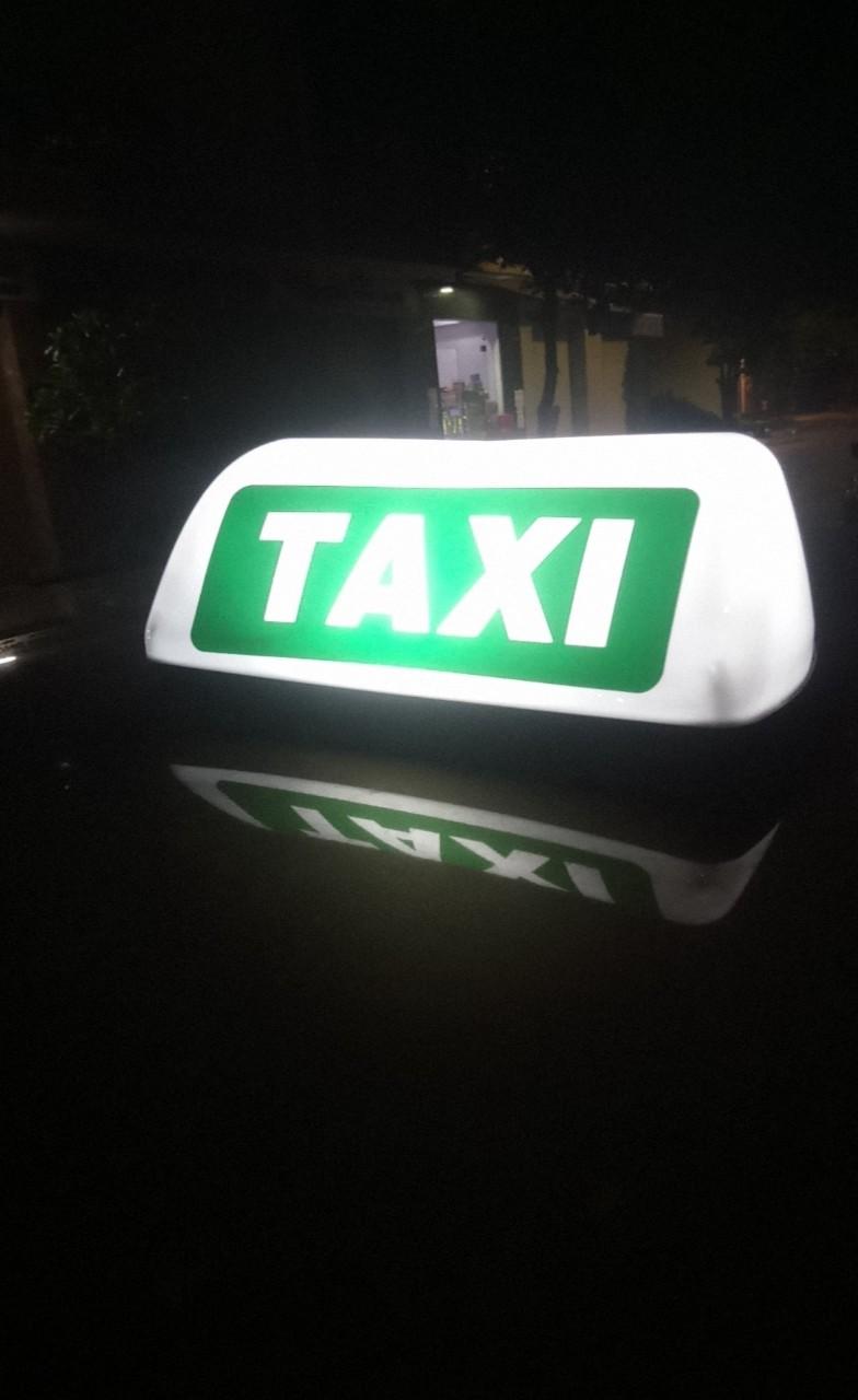 Đèn mào taxi sạc lưu điện 6-7h, đế nam châm