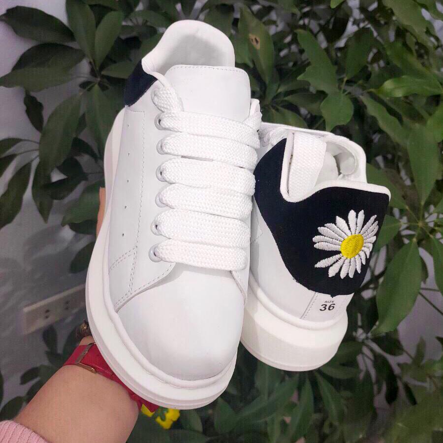 Giày Nữ Gót Thêu Hình Hoa Cúc Siêu Đẹp Dáng Giày Thể Thao Sneaker Cực Hót