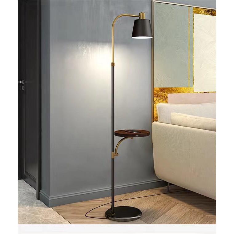 Đèn cây đứng trang trí phòng khách , đế kèm USB sạc điện thoại L5611