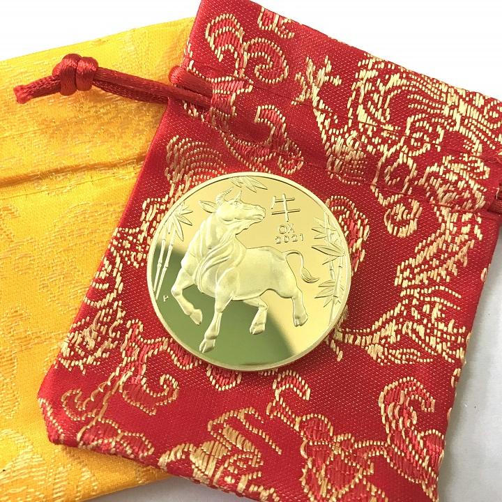 Xu lưu niệm của Úc hình con Trâu màu Vàng tặng kèm túi gấm, vật phẩm phong thủy cầu may mắn, sung túc, dùng trưng bày bàn sách, mang theo trong túi, làm quà tặng, tiền lì xì - SP005028