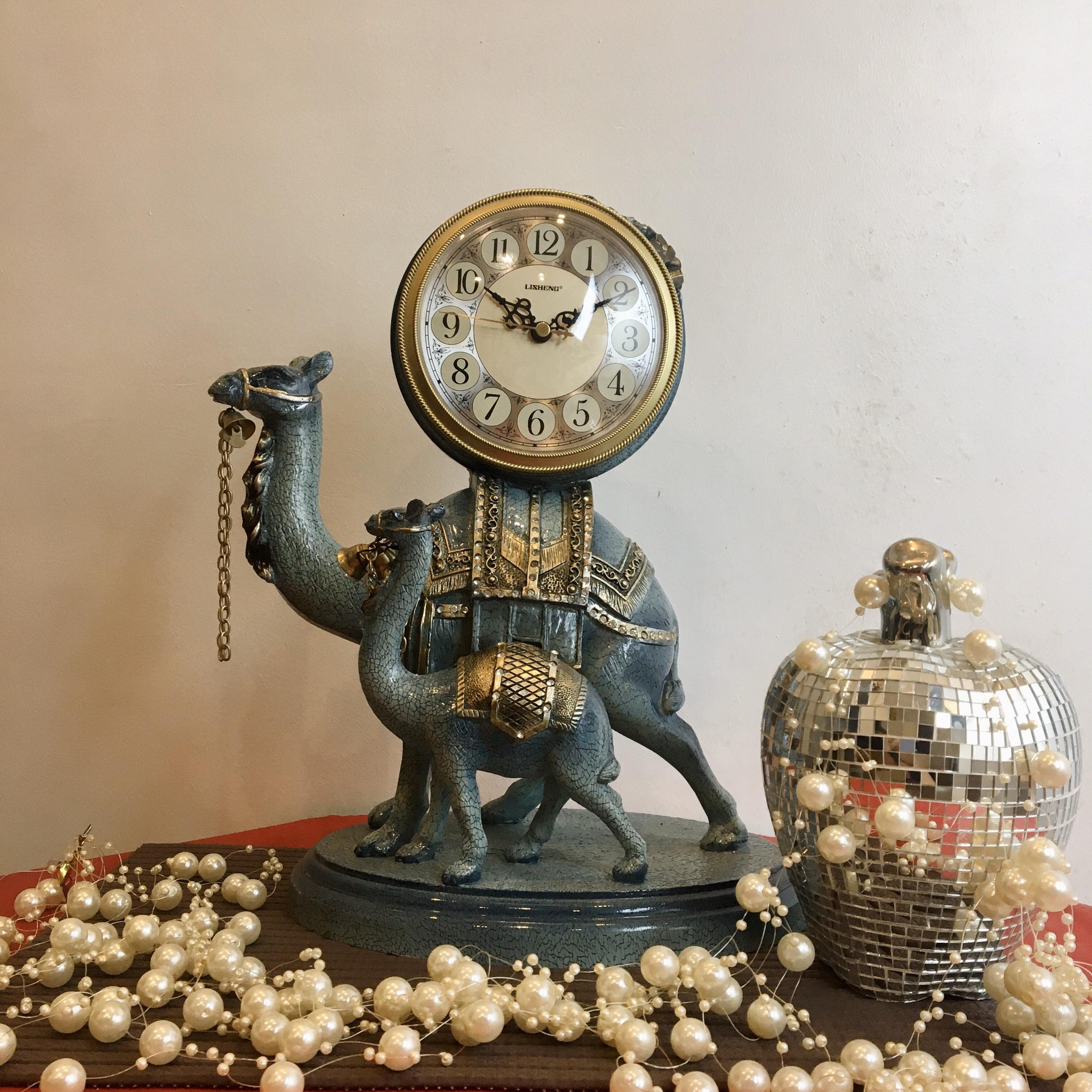 Đồng hồ bàn lạc đà 400108