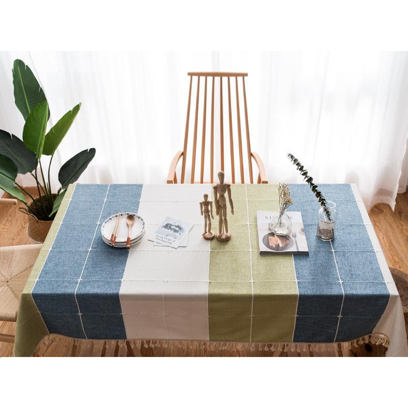 Khăn trải bàn KBCC02 MARYTEXCO chất liệu cotton thêu, đường may tinh xảo, viền tua rua sang trọng phù hợp với những không gian cao cấp, đem lại nét đẹp tinh tế cho căn phòng