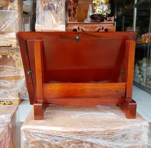 Khung hình thờ gỗ tràm bông vàng cẩn màu nâu đỏ