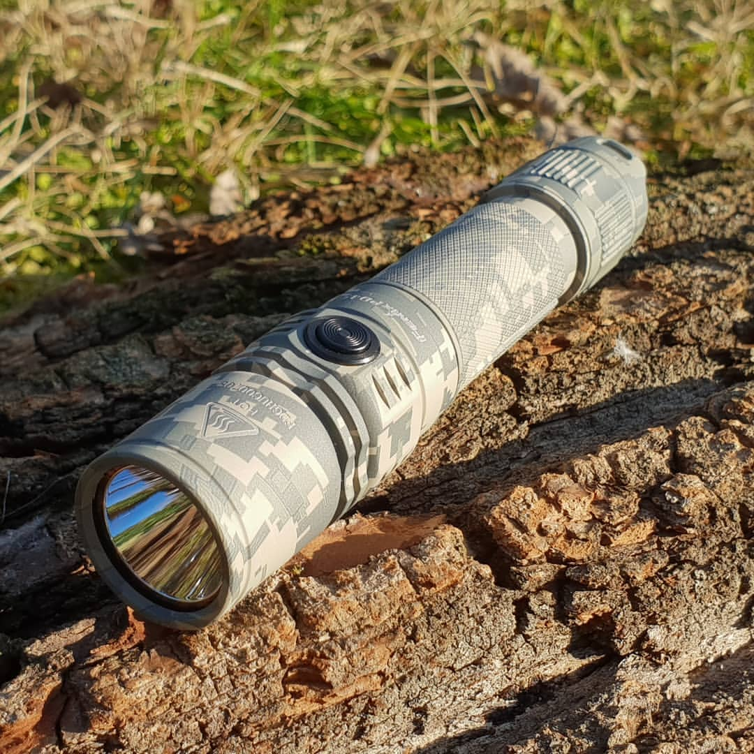 Đèn pin Fenix PD35 V2.0 Digital Camo - 1000 lumens