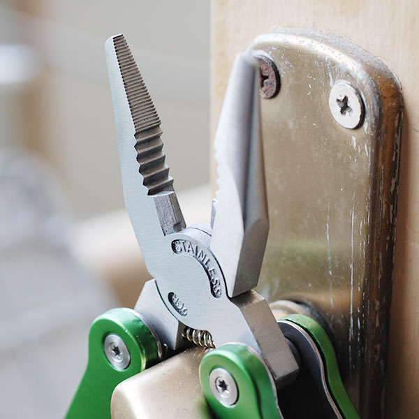 Bộ dụng cụ sửa chữa đa năng 11 món trong 1 sảN phẩm kềm, dao, tua vít, vặn óc, thước đo,... có túi đựng nhỏ gọn dễ dang mang đi bất cứ đâu thích hợp sử dụng khi khẩn cấp
