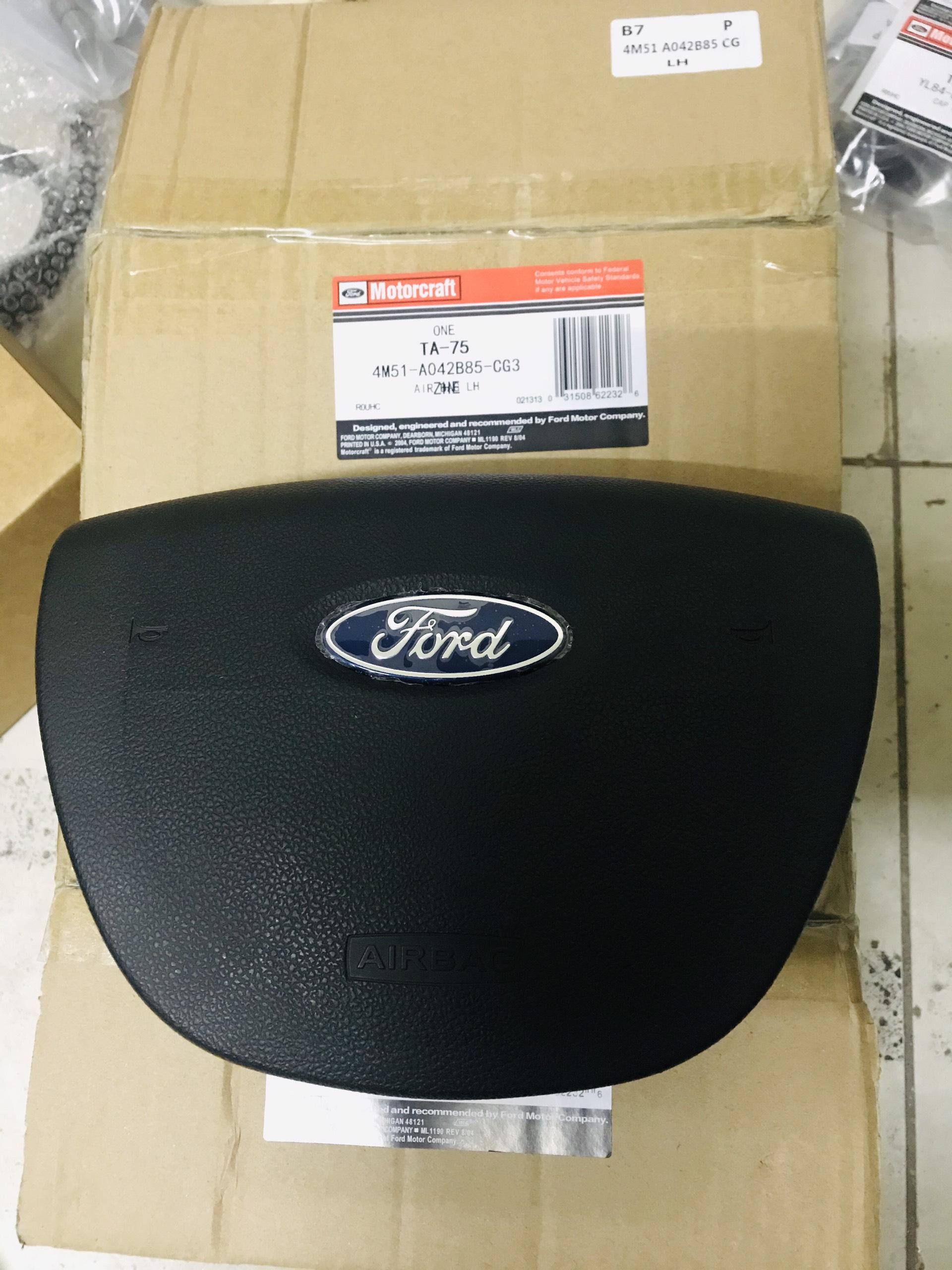 """Phụ tùng Nam Phong cung cấp """" Túi khí vô lăng 4 chấu Focus 08 – 4M51A042B85CG3ZHE  """"  Hàng Mottocraft hay còn gọi là hàng liên doanh , Sử dụng cho các dòng xe Ford Focus từ đời 2004 – 2008 , AIR BAG"""